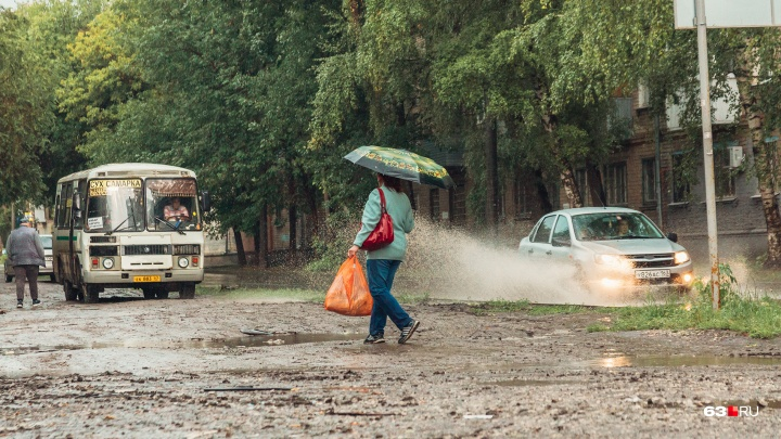 «Рекомендуем укрыться»: непогода задержится в Самарской области еще на день