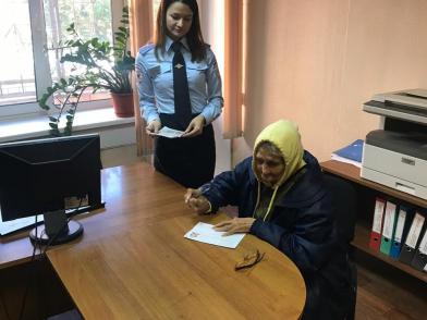80-летняя женщина год жила на вокзале Красноярска без денег и паспорта. Родную дочь нашли в Хакасии