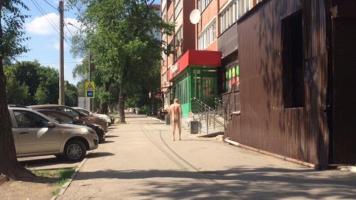 Нудистский флешмоб: двое голых мужчин устроили «дефиле» на улицах Самары