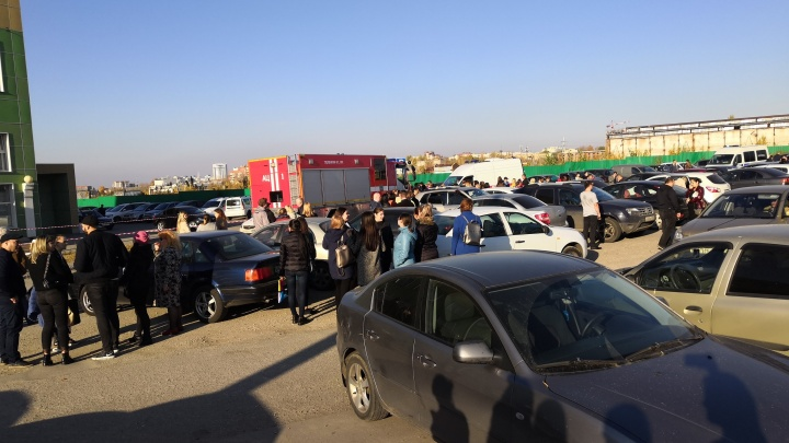 Посетителей МФЦ на Московском шоссе эвакуировали из-за бесхозного пакета
