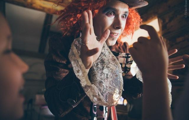Безумный Шляпник приглашает юных уфимцев в сказку