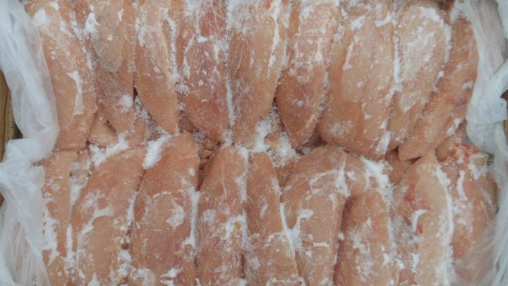 В куриных грудках южноуральской птицефабрики нашли кишечную палочку