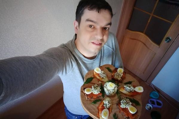 Новосибирский блогер Михаил Докукин попал в кулинарный Instagram-баттл «Я умею готовить» и начал борьбу за приз в 350 тысяч рублей