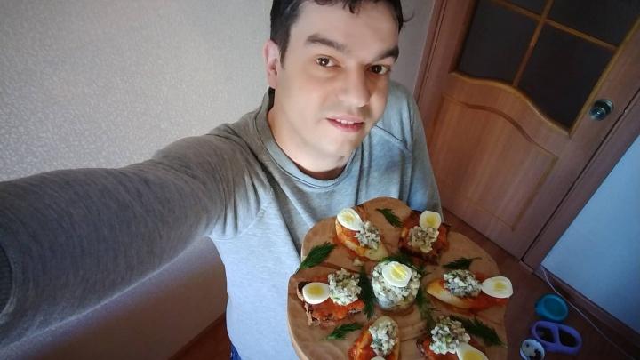 Сибиряк приготовил селёдку с томатной пастой для Эвелины Блёданс в надежде на 350 тысяч рублей
