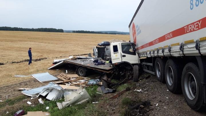 В Башкирии в столкновении с КАМАЗом погиб водитель фургона из Татарстана