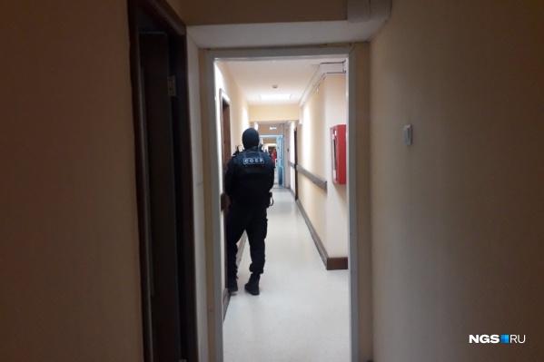 Очевидцы рассказали, что силовики приехали на Трудовую, 1 около 9:20