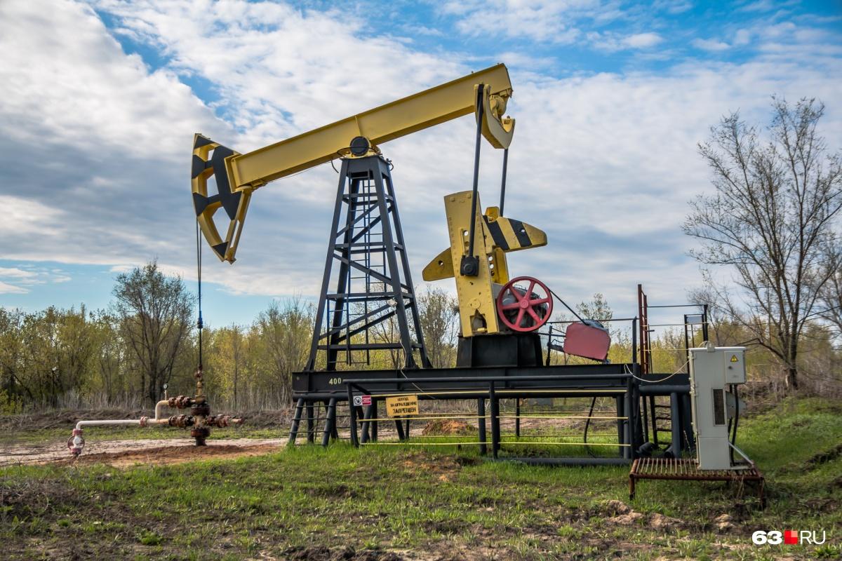 Добыча и переработка нефти — важная составляющая экономики региона