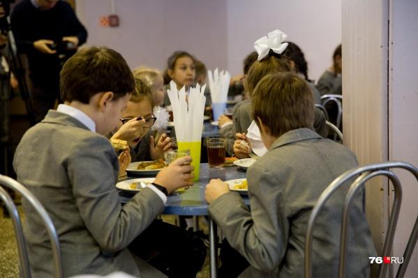 Депутаты назвали минимальные цифры за завтраки и обеды
