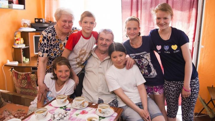 После публикации 74.RU южноуральской семье, воспитывающей пятерых приёмных детей, вернули выплаты
