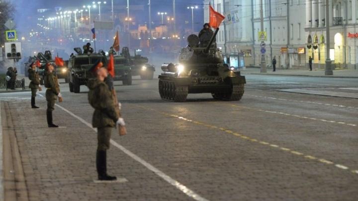Екатеринбург ворчащий: почему репетиции парада в этом году стали всех бесить