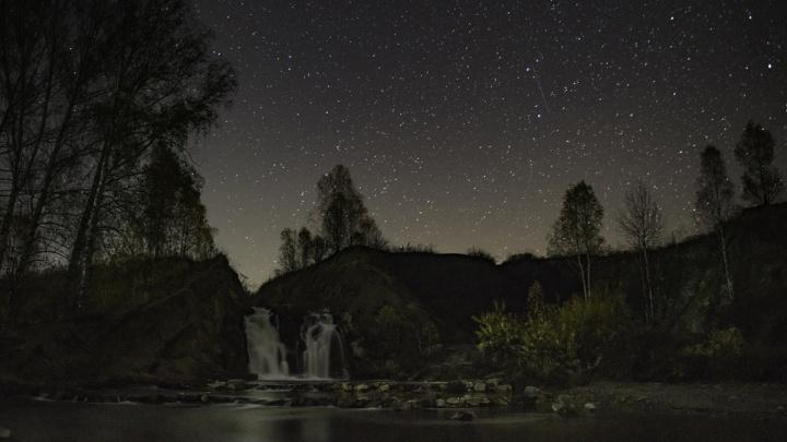 Слабый, но красивый: в небе над Новосибирском начался пик метеорного потока