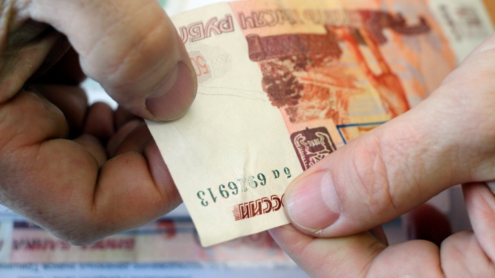 94-летнюю пенсионерку испугали дефолтом и обманули на 420 тысяч