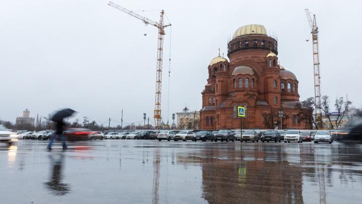 Успеть до Нового года: в Волгограде наполовину возвели главный купол Александро-Невского собора