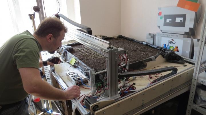 Новосибирцы придумали робота для выращивания огурцов и рукколы
