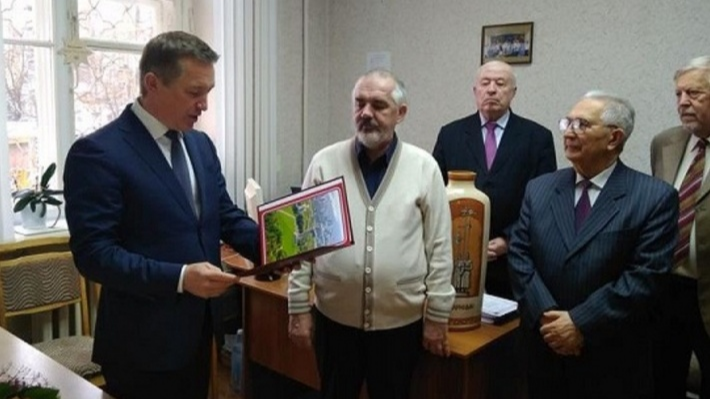 «Почётный работник образования»: в Волгограде директора 81-й школы с замом осудят за «мёртвые души»