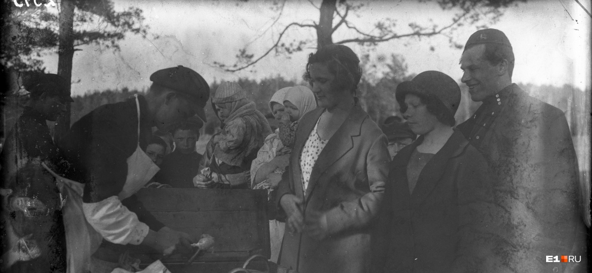 Продажа мороженого в парке «Зеленая Роща». 1927 год