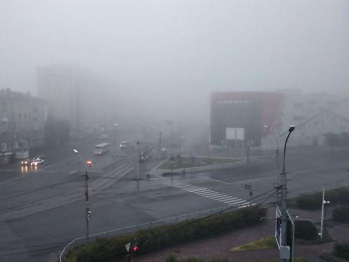 Туман сегодня опустился на город вместе с обширным высотным циклоном