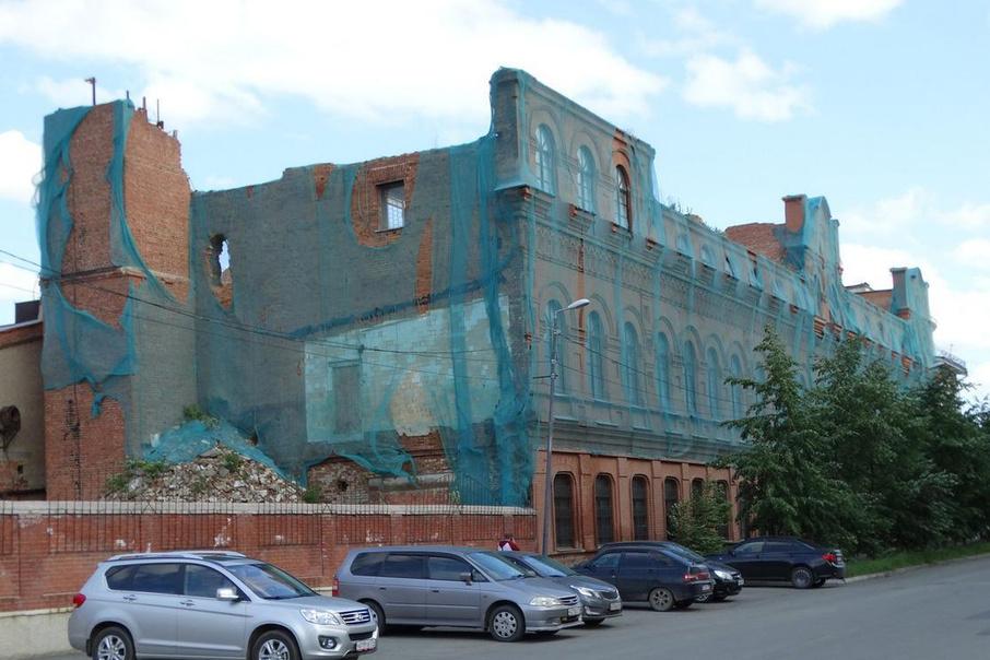 В историческом здании сейчас нет крыши и лестничных пролётов