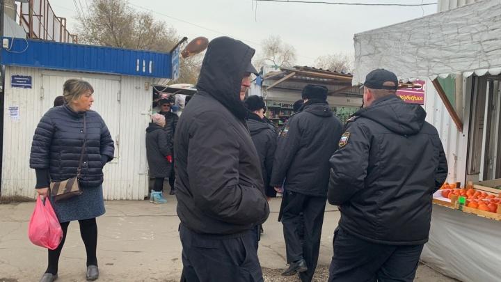Рынок на пересечении улиц Авроры и Аэродромной начали готовить к сносу