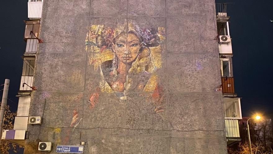 «Это было дело принципа»: челябинские художники восстановят закрашенное серой краской граффити