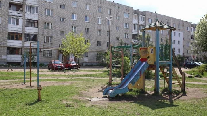 В Ярославле жителям двора пригрозили снести детский городок, если они за него не заплатят