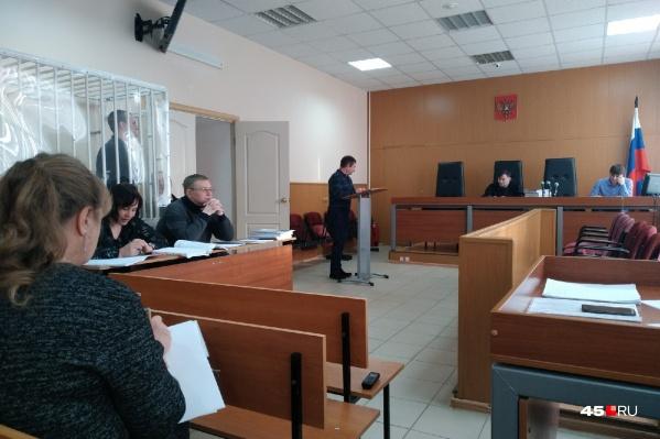 Олег Пархаев рассказал в суде, что это Ванюков предложил ему брать с предпринимателей 10% от суммы госконтракта