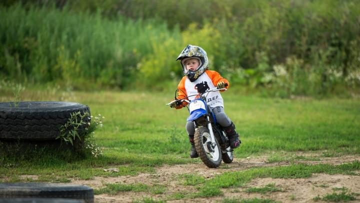 Беби-байкер, или мотовундеркинд. Малышка из Екатеринбурга в четыре года начала гонять на мотоцикле