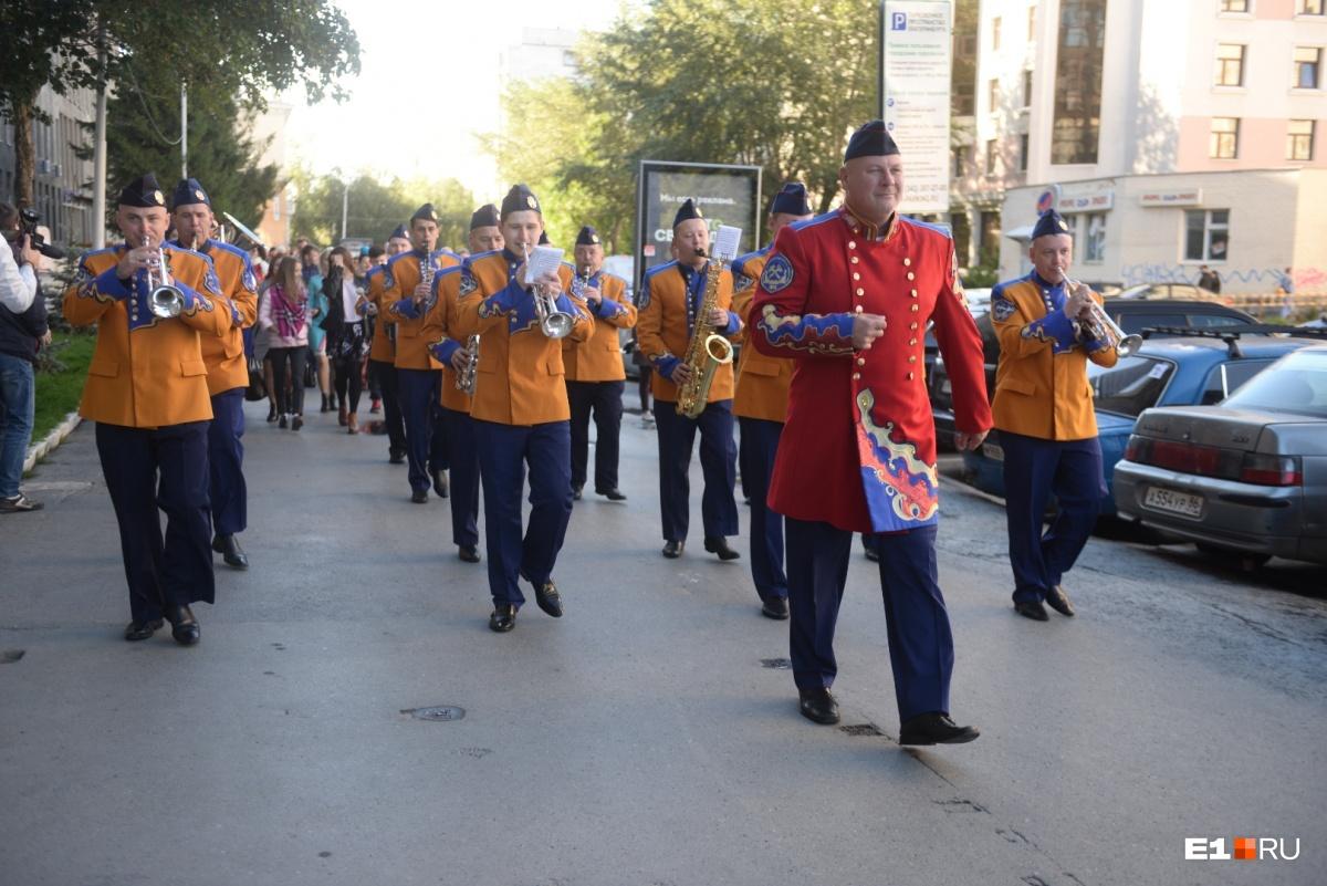 Оркестр Александра Павлова возглавил шествие