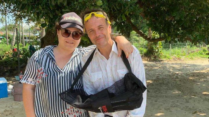 «Какой классный он тут, в рубашечке»: Андрей Губин снялся с туристкой в Таиланде