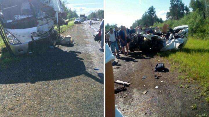 На канской трассе в местах подтоплений в ДТП сошлись легковушка и автобус: погибла женщина