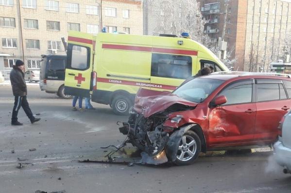 Авария произошла около областной больницы на улице Немировича-Данченко