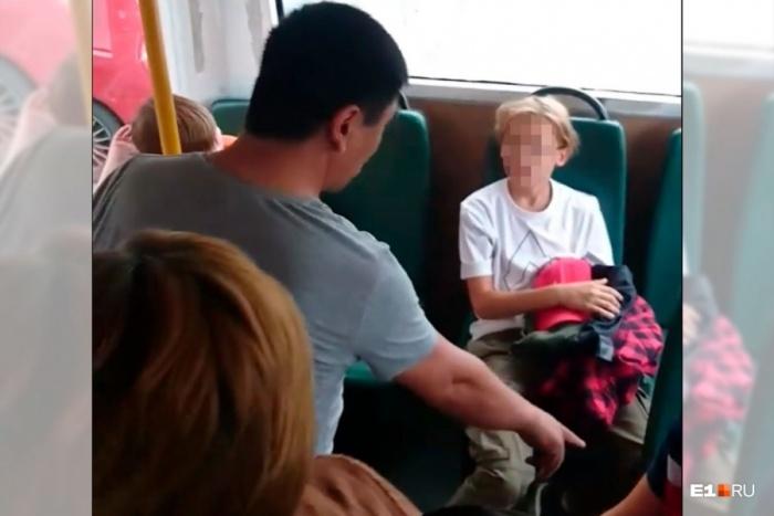 Ребенка стошнило на заднем сиденье