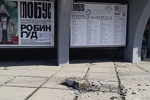 Упавший кусок бетона напугал прохожих