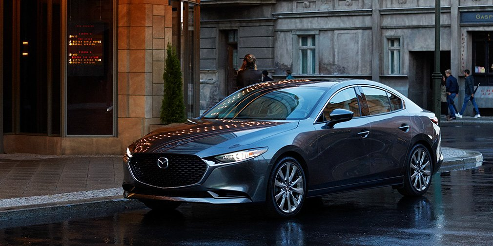 Страшненькая Mazda 3 и новый кроссовер по цене легковушки