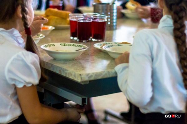 Организация обеспечивала питанием школы в четырех районах города