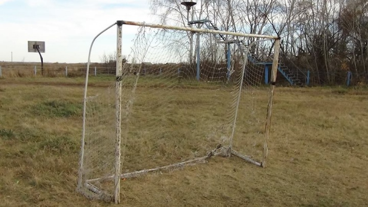 В Омской области на девятилетнего мальчика упали футбольные ворота