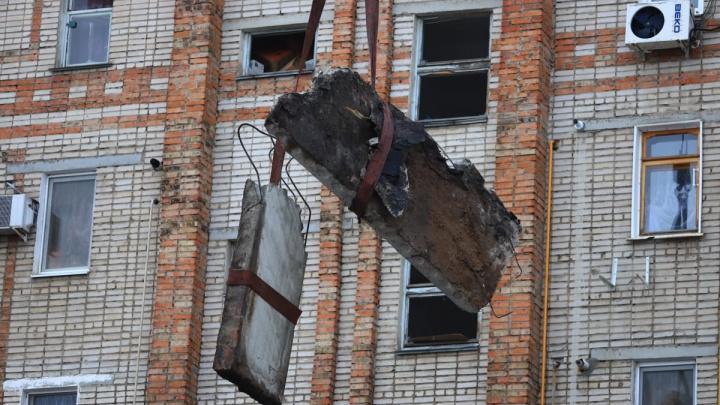 «Есть угроза обрушения»: первые кадры с места взрыва в Шахтах