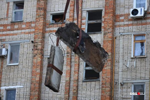 Разрушены два этажа шахтинской девятиэтажки