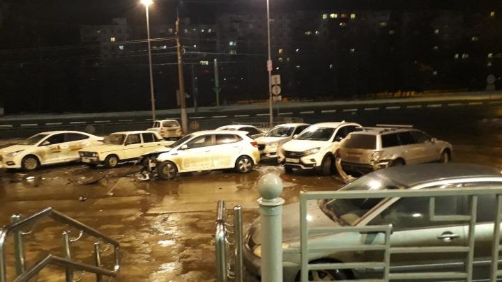 Массовое ДТП из шести машин случилось возле ТЦ «Гагаринский» в Нижнем Новгороде
