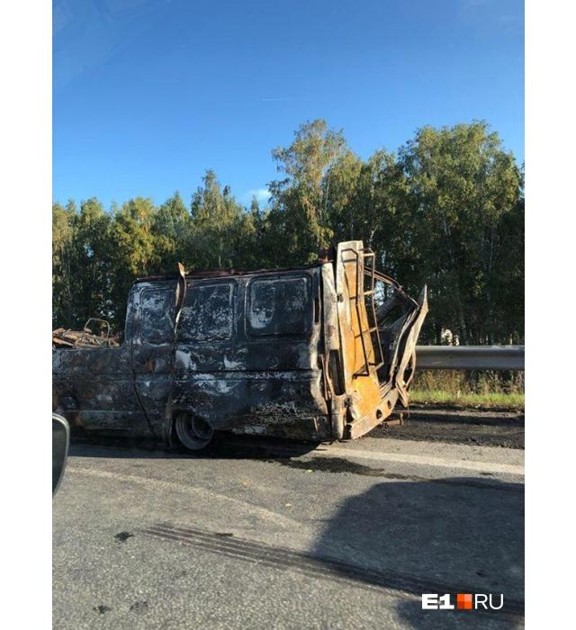 На Тюменском тракте «газель» врезалась в автокран и загорелась, два пассажира погибли