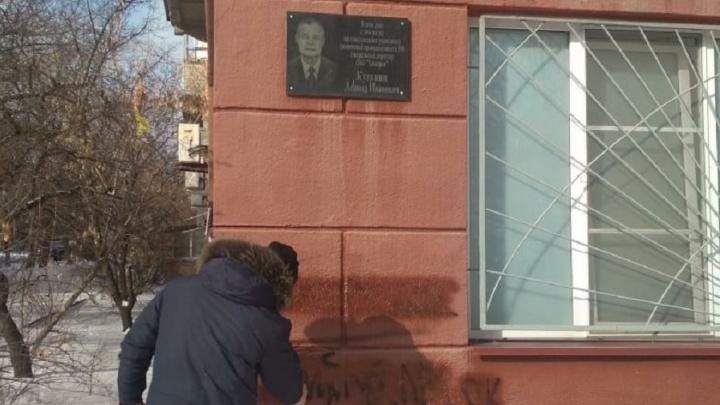 «Надоело смотреть на эту гадость»: волгоградцы очистили улицу Чуйкова от рекламы наркотиков