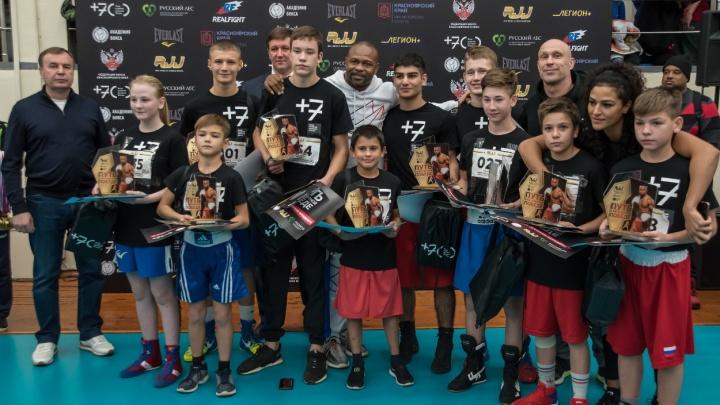 Названы имена 10 юных спортсменов, попавших в команду к легендарному боксёру Рою Джонсу-младшему