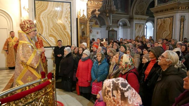 «Помолиться за своих близких»: в Уфу прибыл ковчег со святынями