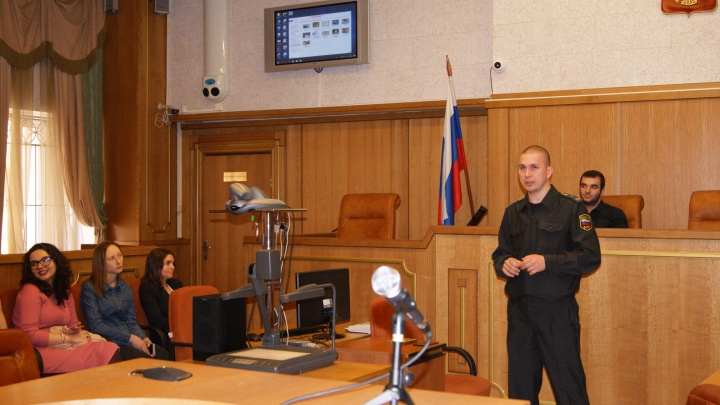 Тюменский судебный пристав, проводивший уроки для школьников, задержан с наркотиками