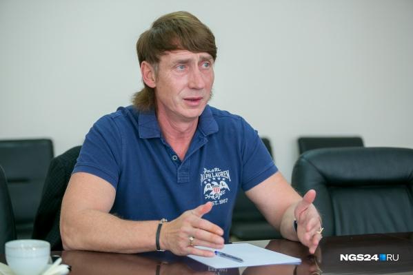 Алексей Подсохин в своем кабинете