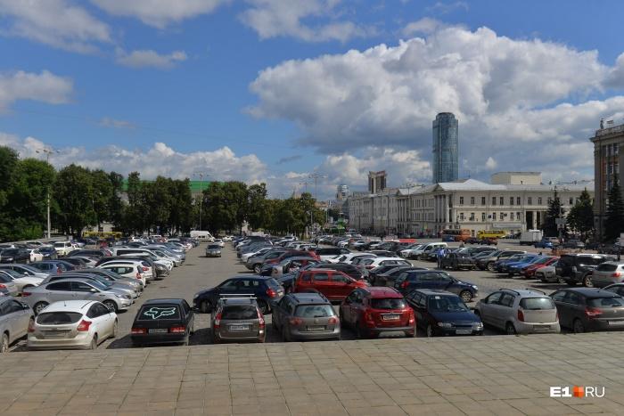 Если соберётесь в центр на машине, продумайте заранее, где будете парковаться