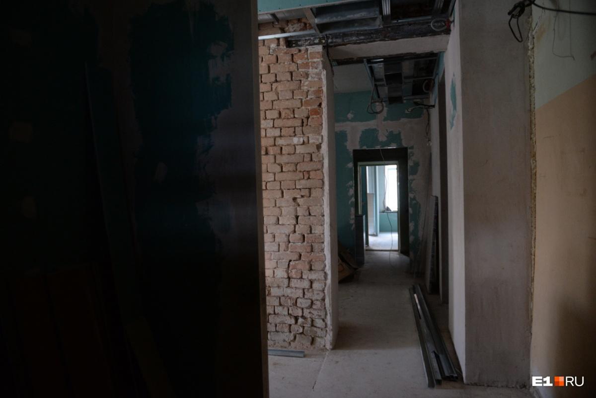 На первом этаже идёт ремонт — до конца года здесь должно открыться кафе