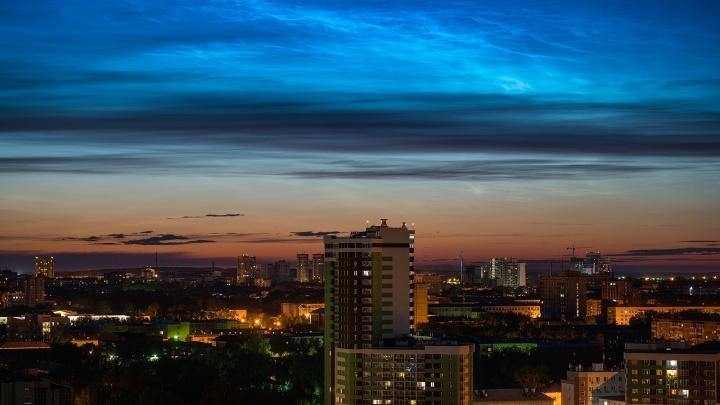 Ночью в небе над Екатеринбургом появились серебристые облака