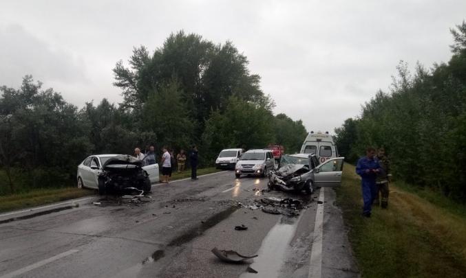 В Тольятти спасатели с помощью спецоборудования достали зажатого в «Калине» пенсионера