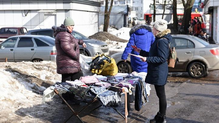 Трусы без санитарных книжек: как в Ярославле чиновники гоняли уличных торговцев. Фоторепортаж